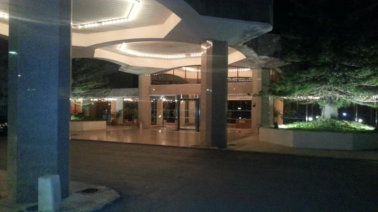 St Raphael Resort: Hotel entrance