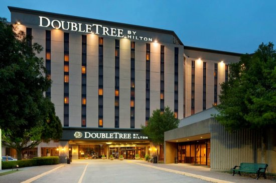 Doubletree Dallas Near the Galleria: Hotel Exterior at Night
