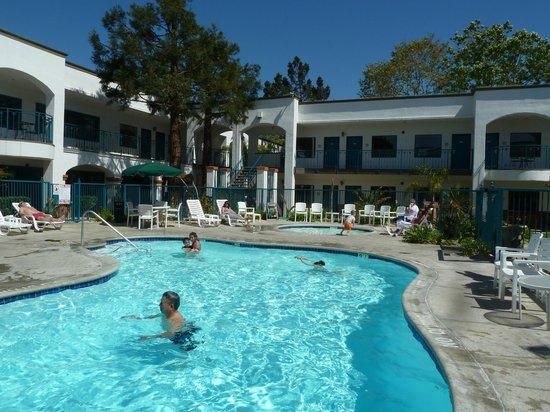 hotel pool picture of oxford suites pismo beach pismo. Black Bedroom Furniture Sets. Home Design Ideas
