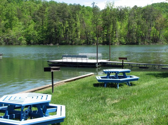 Boundary Waters Resort & Marina: We offer picnic tables, charcoal grills, and a swimming and fishing dock for our customers.