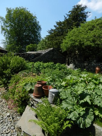 Hill Top, Beatrix Potter's House: The garden at Hill Top Farm.