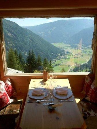 """Almdorf Seinerzeit: Panorama dal ristorante """"più piccolo del mondo"""""""