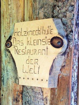 """Das Almdorf - World Peace Eco Resort: L'insegna del ristorante """"più piccolo del mondo"""""""
