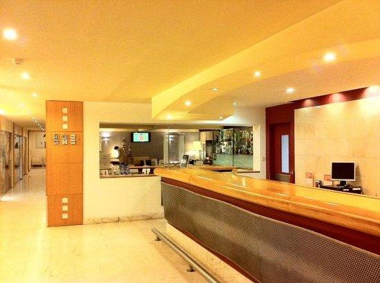 Hotel Londres: Recepción Hotel