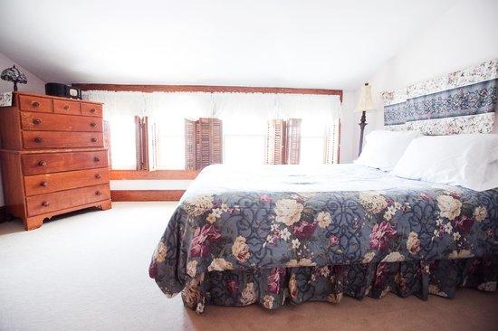 Royal Rose Inn Bed and Breakfast: Queen Rose Bedroom