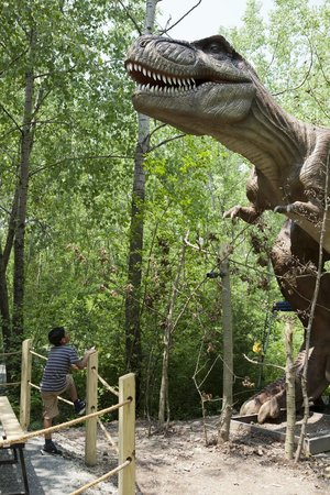 An Animatronic Dinosaur On A Crane At Field Station Dinosaurs In Secaucus N J Credit Librado Romero The New York Times
