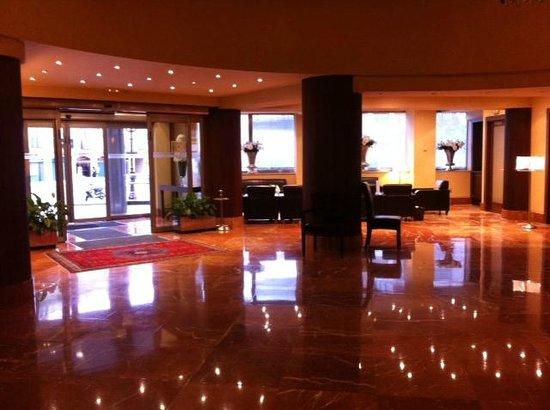 Almirante Bonifaz Hotel: Hall del hotel