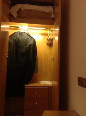 Almirante Bonifaz Hotel: Armario ropero
