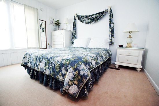 Royal Rose Inn Bed and Breakfast: White Rose Bedroom