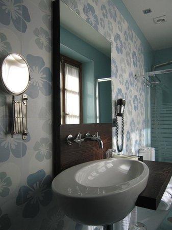Hotel Posada Real Los Cinco Linajes: Hab 101. Baño