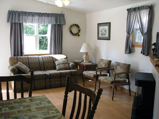 Anchorage House & Cottages: Living area