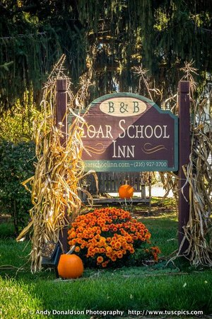 Zoar School Inn Bed and Breakfast: Fall At Zoar School Inn
