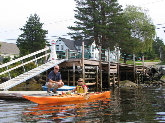 Anchorage House & Cottages: Sea Kayaking from the Anchorage House wharf