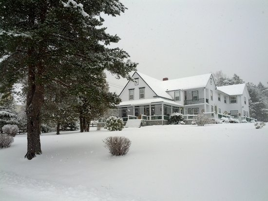 Anchorage House & Cottages : Anchorage House Inn winter view