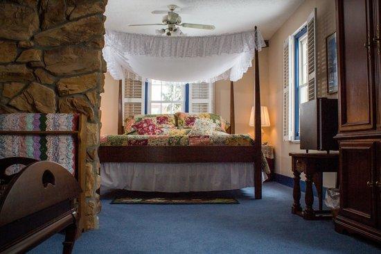 Zoar School Inn Bed and Breakfast: Lea's Suite