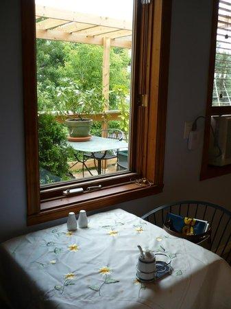 Le Sieur De Joliette : Déjeuner  d'été  terrasse