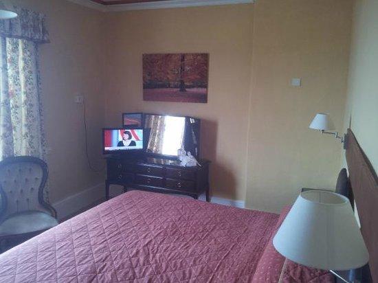 Menai Bank Hotel: Superking Bed - Room 3