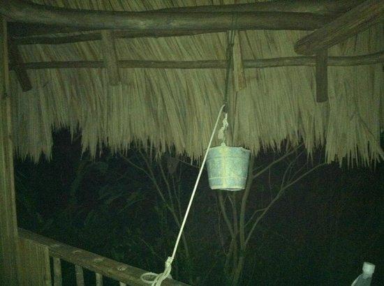Martz Farm Treehouses and Cabanas Ltd.: Treehouse freshwater bucket