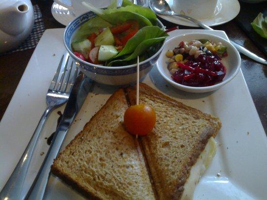 Croque monsieur picture of le petit cafe sheffield for Petit restaurant