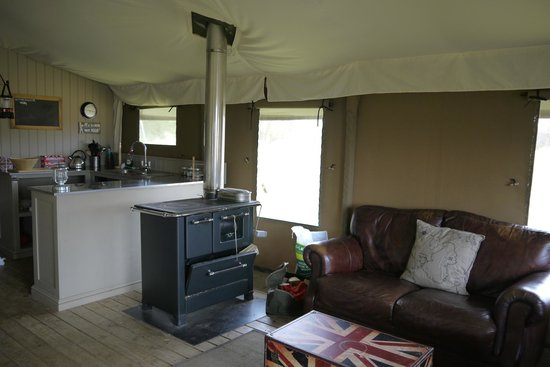 Thornham Bay - Wild Luxury: lounge/kitchen