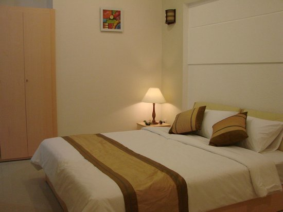 Cat Huy Hotel: Bed in Deluxe room
