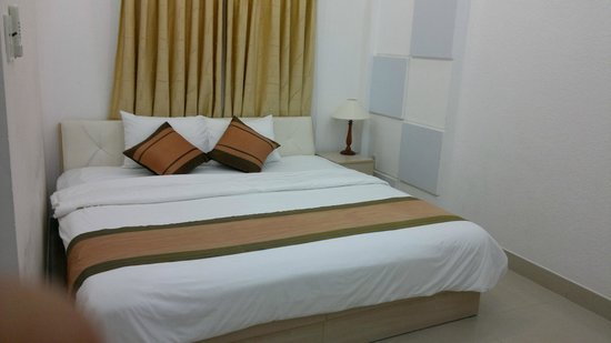 Cat Huy Hotel : Bed in Suprior room