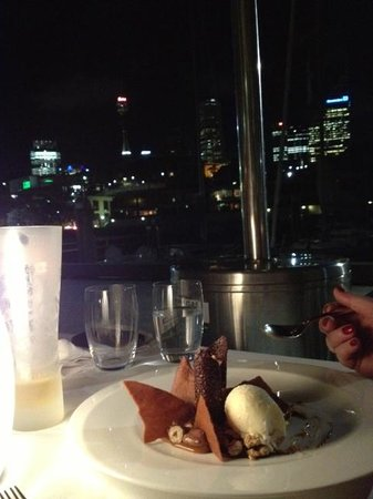 Otto Ristorante: Desserts + View of the Sydney City skyline! Stunning and relaxing!