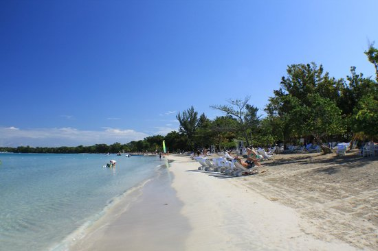 Couples Negril: Beach view