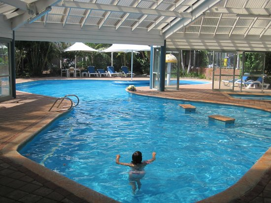 Broadwater Resort Apartments: Pool undercover part