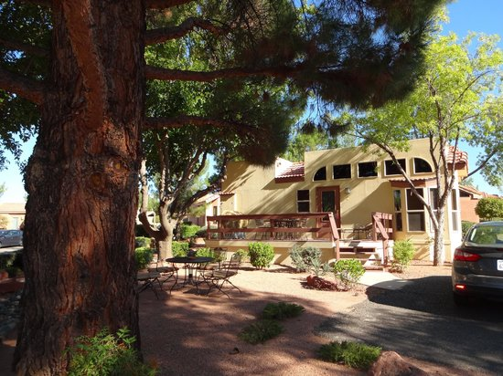 Sedona Pines Resort: Our unit with deck was a dream...