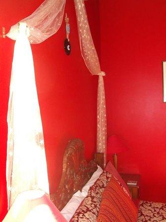 Sea Breeze Bed & Breakfast: Red room 1