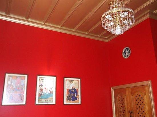 Sea Breeze Bed & Breakfast: Red room 2