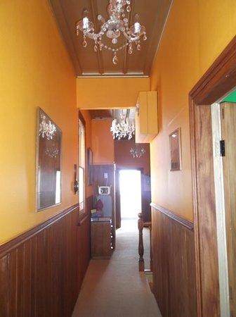 Sea Breeze Bed & Breakfast: Upstairs hallway