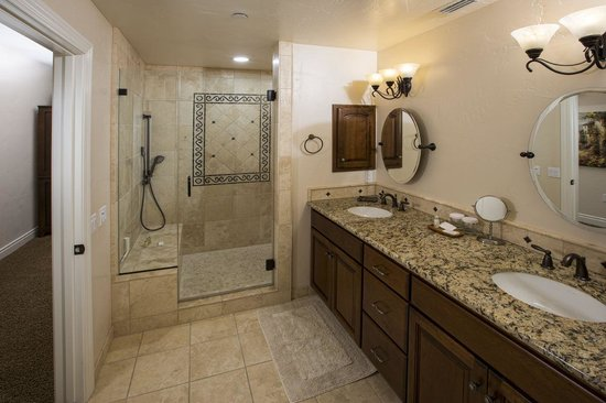 Valentina Suites: Three Bedroom Master Bathroom