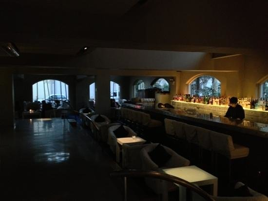 People 6 : 1st floor bar