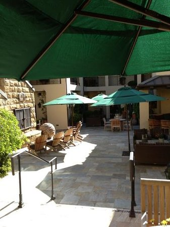 Hotel Cheval: courtyard