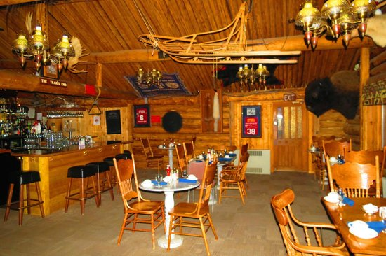 Chena Hot Springs Resort: bar n dinning