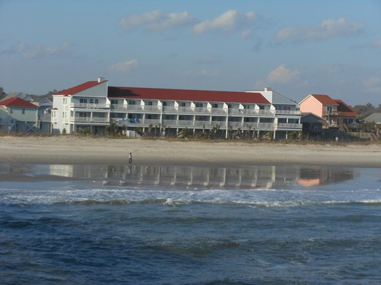 Ocean Crest Motel: the hotel from the pier