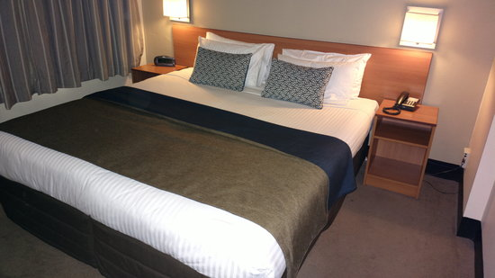 Mercure Welcome Melbourne: King Sized Bed