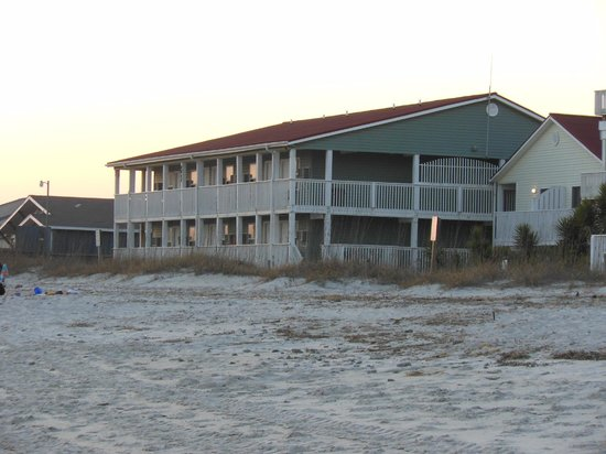 Ocean Crest Motel: view of hotel from the beach