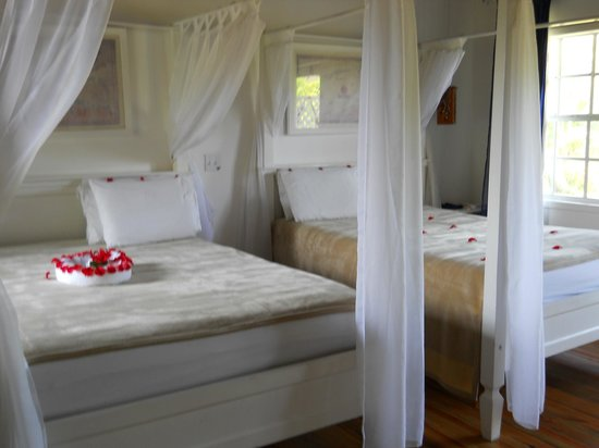 Henry Morgan Resort: 2 double beds
