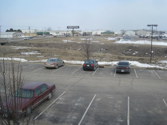 Country Inn & Suites By Carlson, Fort Dodge: parking lot