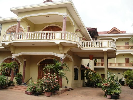 Check Inn Siem Reap: Front view of Check Inn