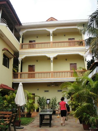 Check Inn Siem Reap: Second block, we stayed on the 1st foor.