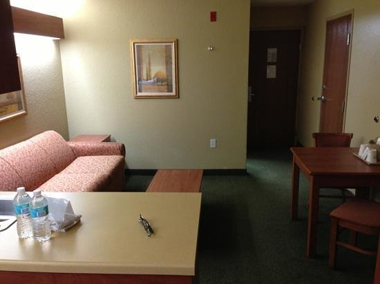 Microtel Inn & Suites by Wyndham Zephyrhills : another view of the suite room