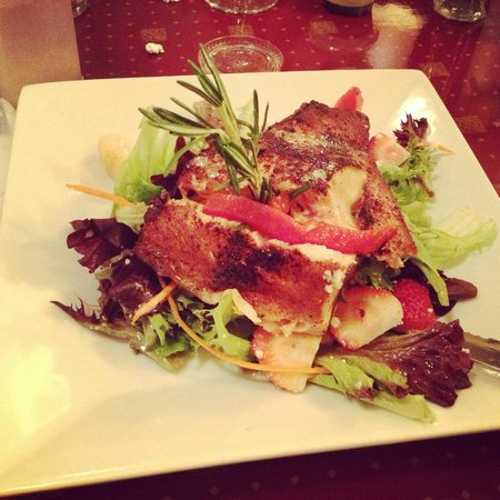 Tatiana's Restaurant: The Blackened Salmon Salad