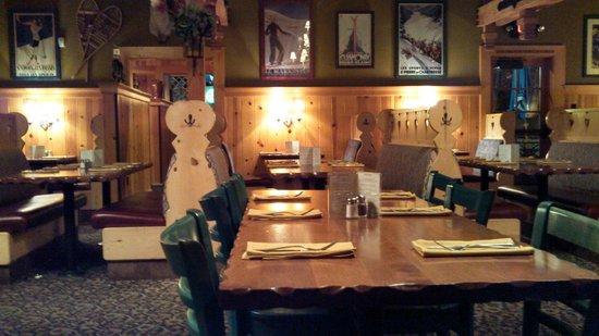 Gustav's Pub & Grill: Inside the restaurant
