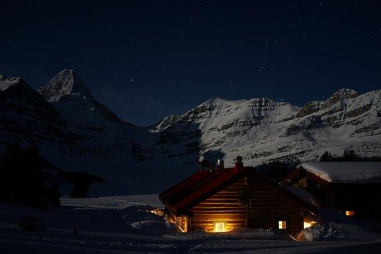 Assiniboine Lodge: Full moon at the lodge