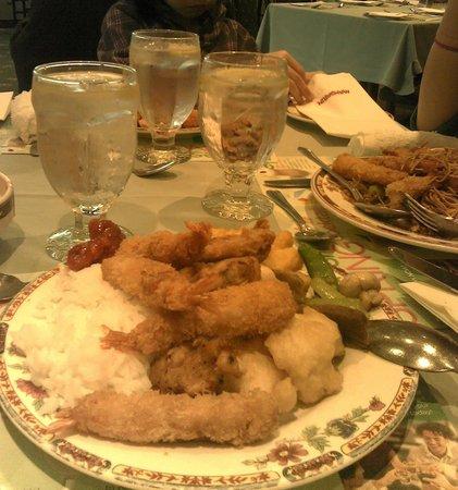 Mandarin Restaurant : first serving