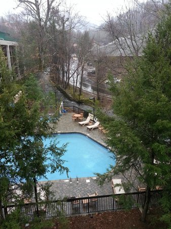 Oak Square at Gatlinburg: Another view from the front, of the next door pool